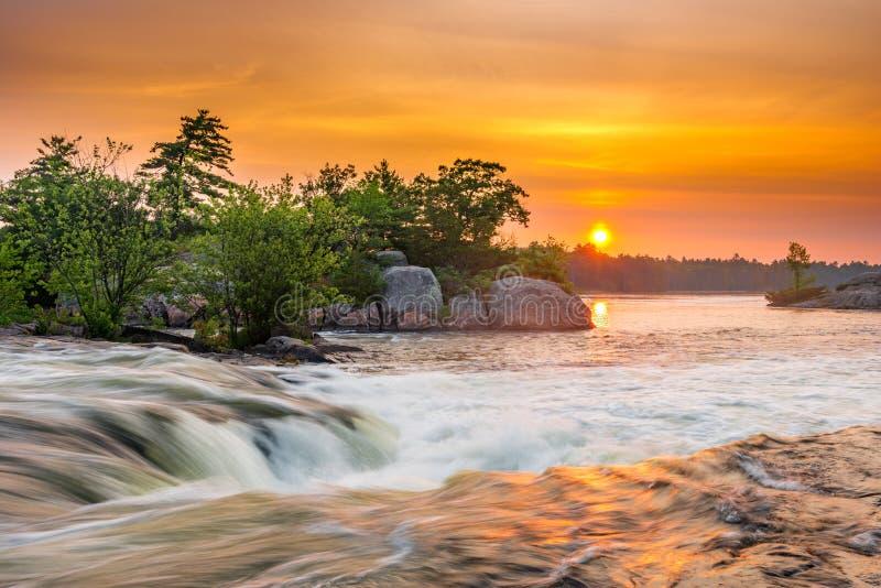 Lever de soleil aux automnes de Burleigh photo stock