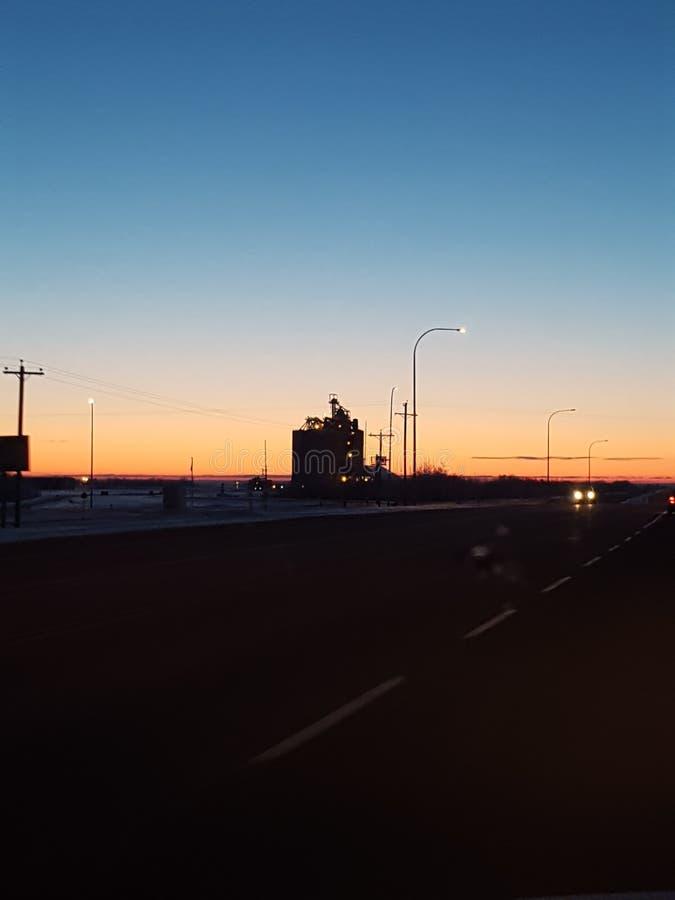 Lever de soleil avec la route photos libres de droits