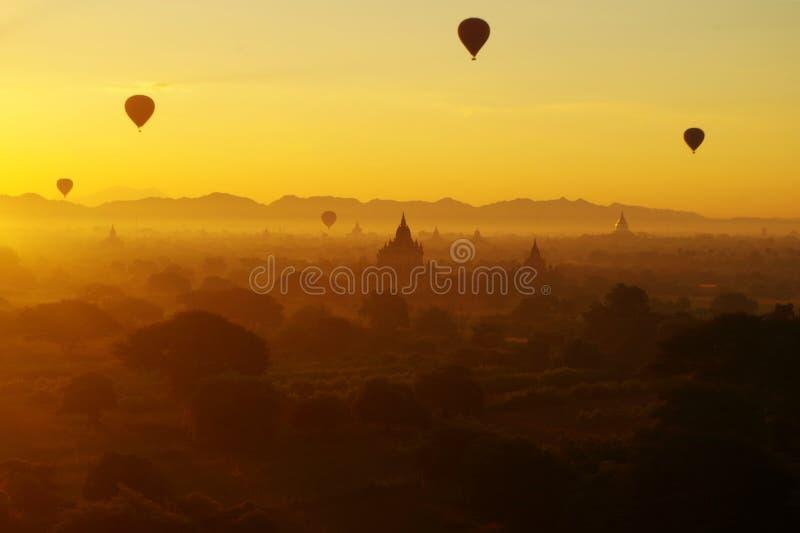 Lever de soleil Bagan photos stock