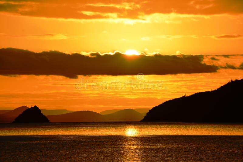 Lever de soleil Bahia Concepcion, Basse-Californie, Mexique de décembre photo libre de droits