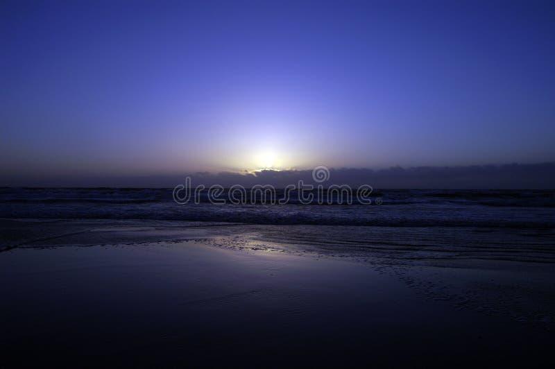 Download Lever de soleil bleu photo stock. Image du tristesse, relancement - 744006