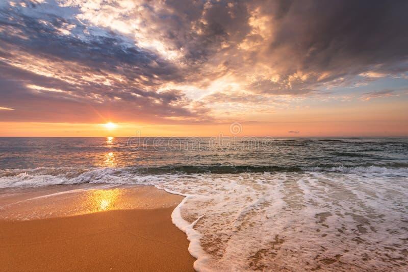 Lever de soleil brillant d'océan photographie stock