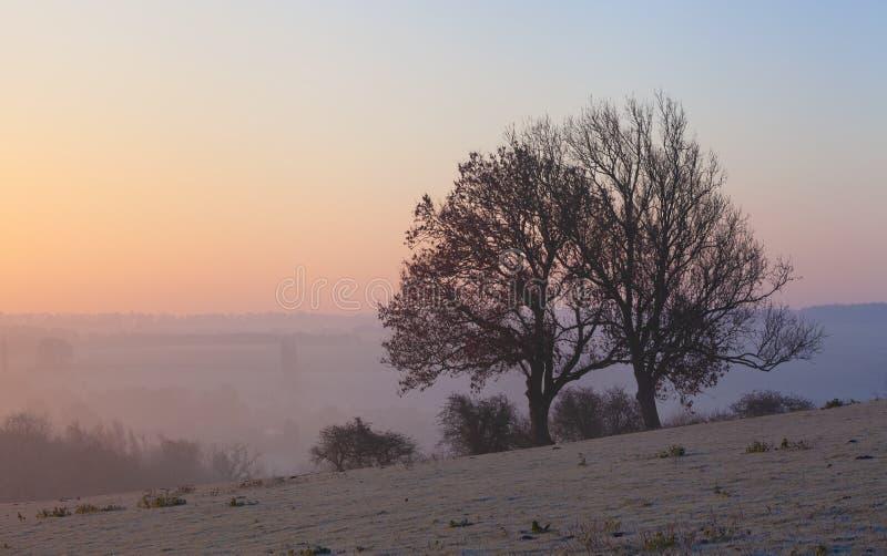 Lever de soleil brumeux à ébrécher Campden, Cotswolds, Gloucestershire, Angleterre photo stock