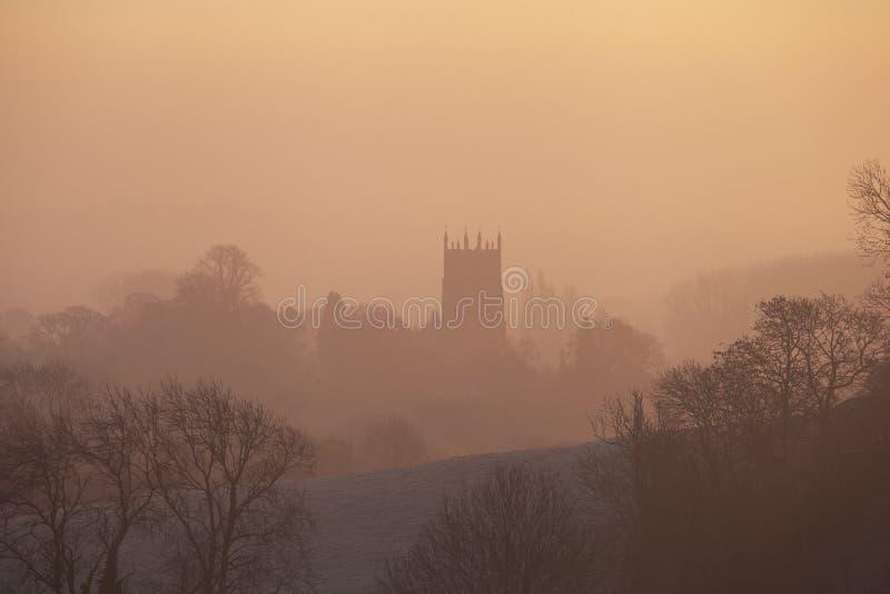 Lever de soleil brumeux à ébrécher Campden, Cotswolds, Gloucestershire, Angleterre photographie stock