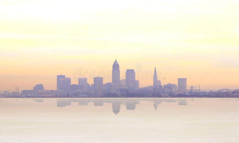 Lever de soleil brumeux à Cleveland photographie stock libre de droits