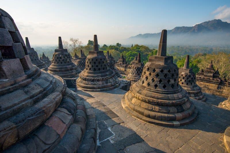 Lever de soleil chez Borobudur - temple bouddhiste Java-Centrale, Indon?sie photos stock