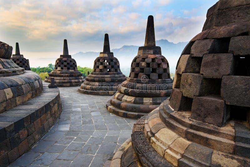 Lever de soleil chez Borobudur - temple bouddhiste Java-Centrale, Indon?sie photographie stock libre de droits