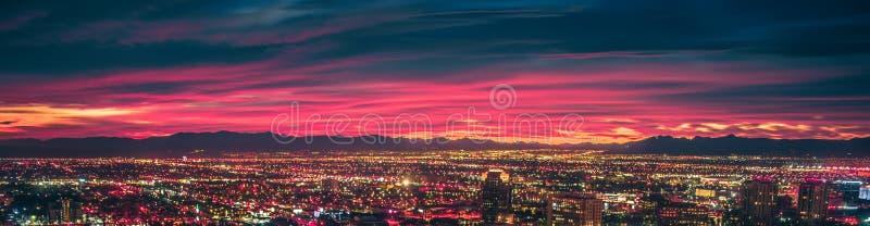 Lever de soleil de début de la matinée au-dessus de vallée du feu et de Las Vegas photographie stock