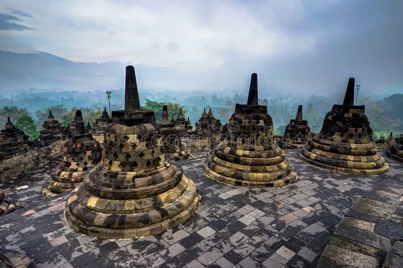 Lever de soleil de début de la matinée vu du temple Indonésie de Borobudur image libre de droits