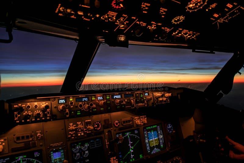 Lever de soleil d'un avion image libre de droits