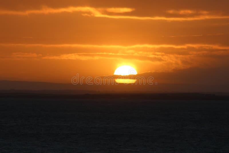 Lever de soleil dans Gaillimh, côte ouest de l'Irlande photos libres de droits