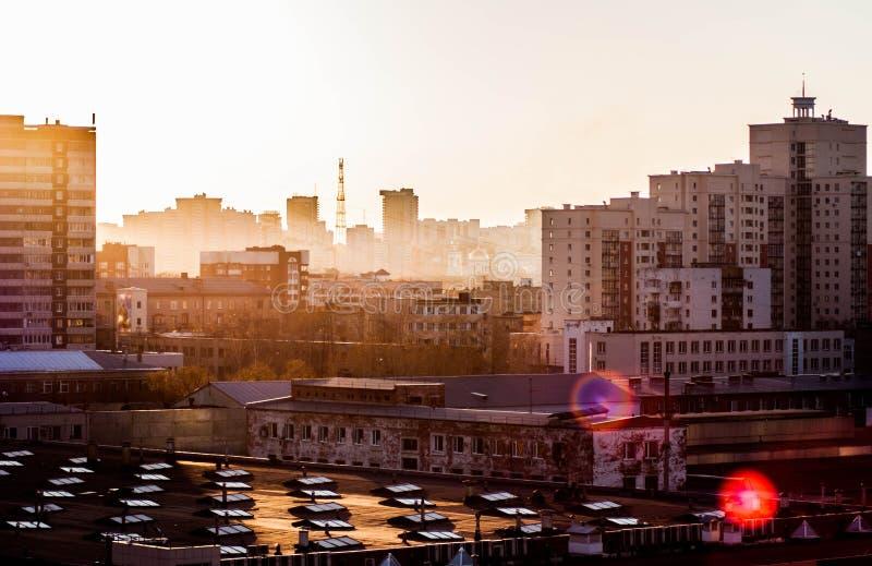 Lever de soleil dans la ville image stock