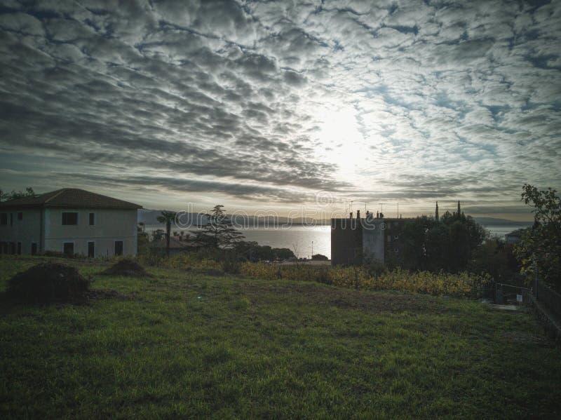 Lever de soleil dans le ‡ i, Croatie d'iÄ de  d'IÄ image libre de droits