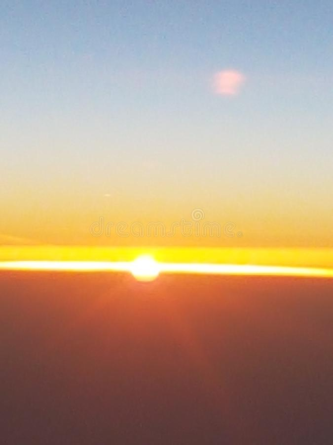 Lever de soleil dans le ciel image stock