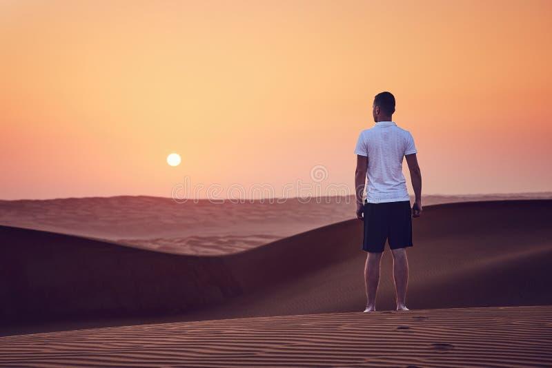 Lever de soleil dans le désert photos libres de droits