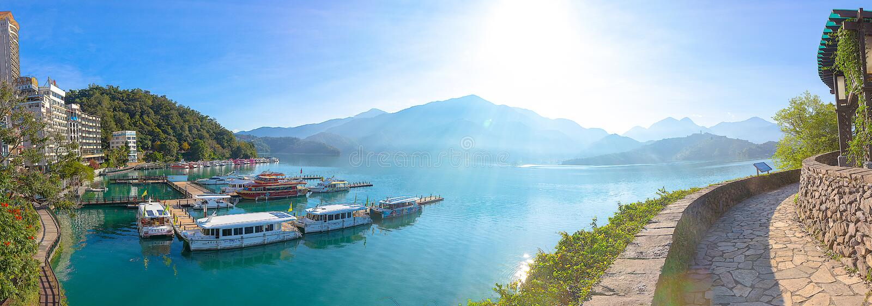 Lever de soleil dans le lac Taïwan moon de Sun images stock