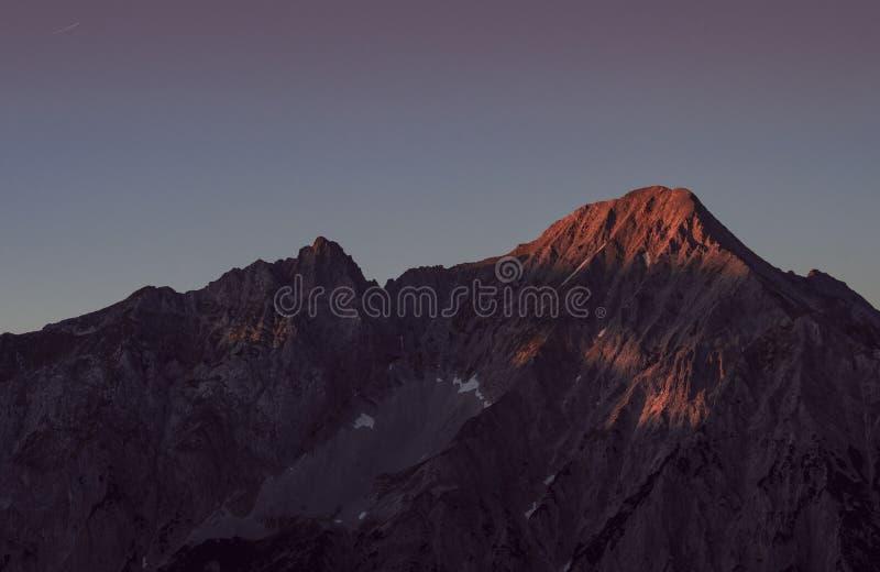 Lever de soleil dans les Alpes autrichiens photo libre de droits