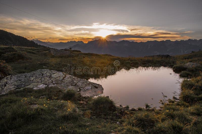 Lever de soleil dans les Alpes autrichiens images libres de droits