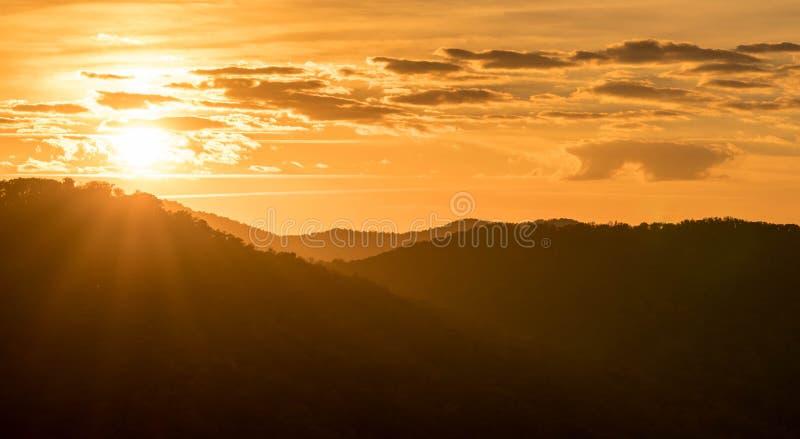 Lever de soleil dans les Appalaches de la Caroline du Nord occidentale photo stock