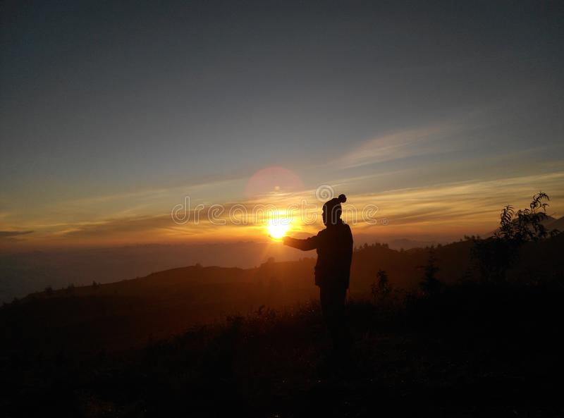 Lever de soleil dans ma main photos libres de droits