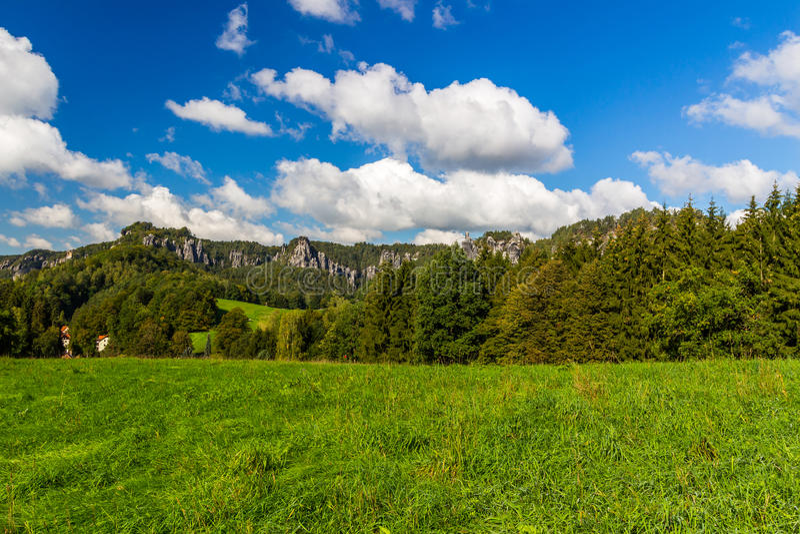 Lever de soleil dans une belle montagne de la Tchèque-Saxe Suisse images libres de droits