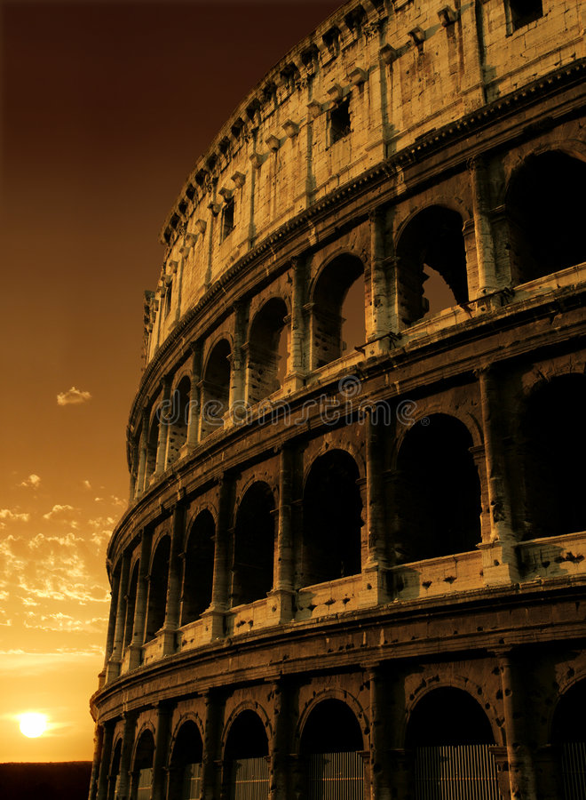 Lever de soleil de Colosseum image libre de droits