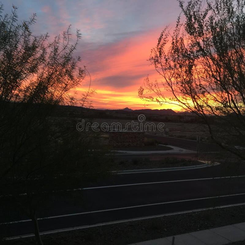 Lever de soleil de Firey au-dessus d'un chantier de construction image libre de droits