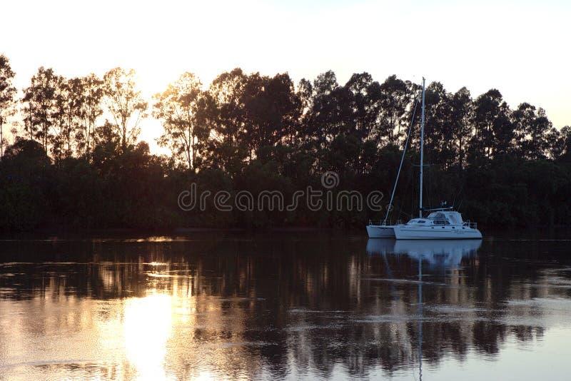 Lever de soleil de fleuve images stock
