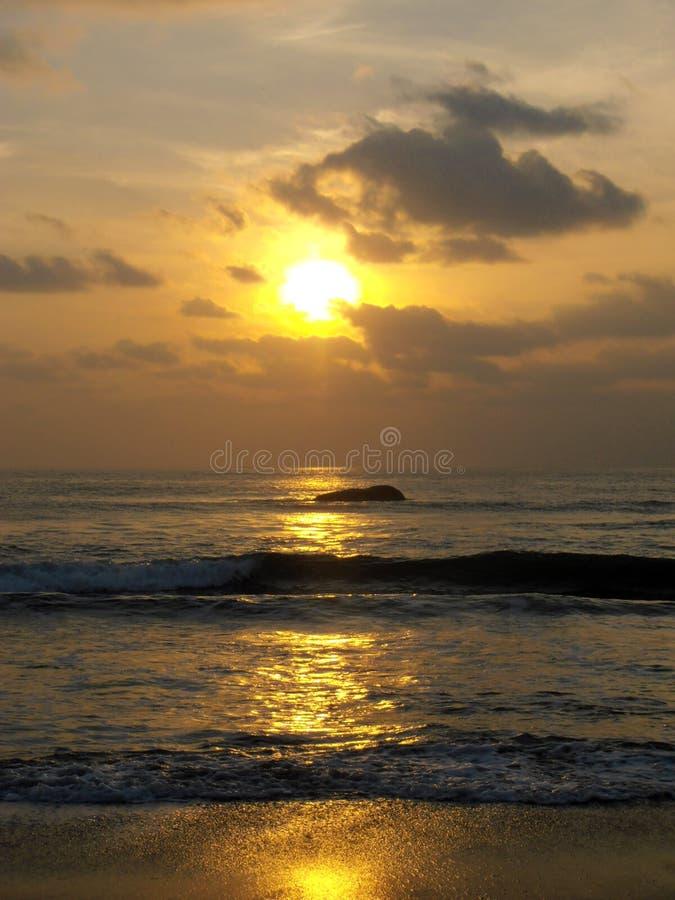 Download Lever De Soleil De Golfe Du Bengale, Inde De Mamallapuram Image stock - Image du sunrise, tamil: 77161329