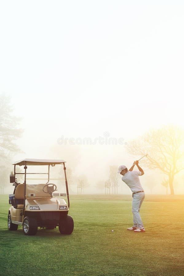 Lever de soleil de golfeur images stock