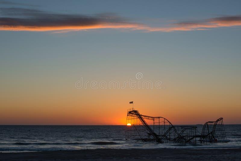 Lever de soleil de Jet Roller Coaster d'étoile dans l'océan photos stock