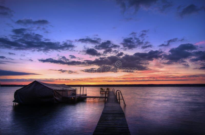 Lever de soleil de lac images stock