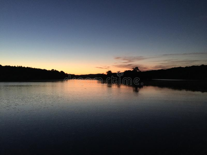 Lever de soleil de lac image stock