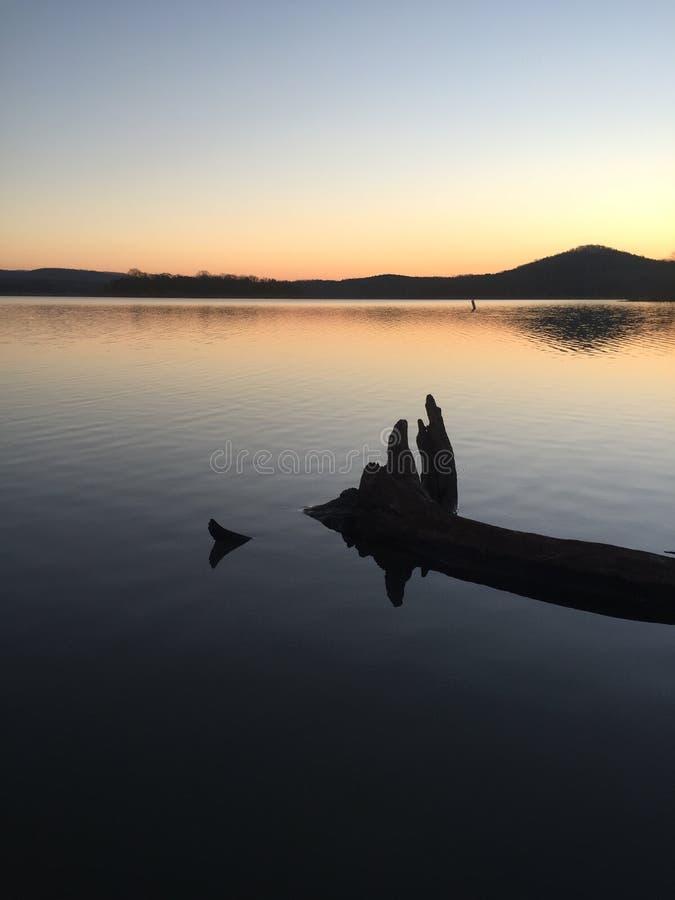 Lever de soleil de lac rock de Tableau images libres de droits