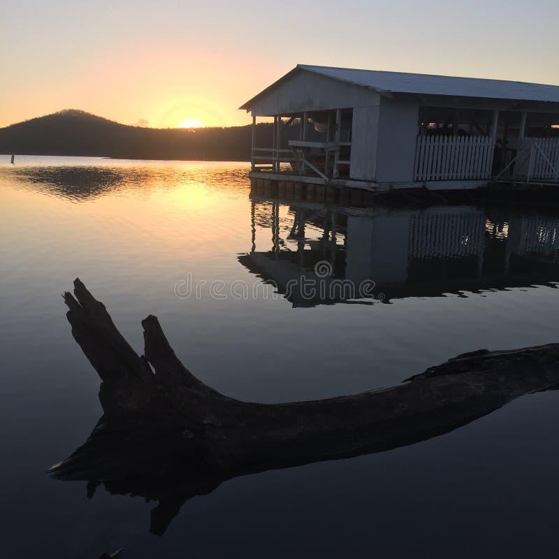 Lever de soleil de lac rock de Tableau photo libre de droits