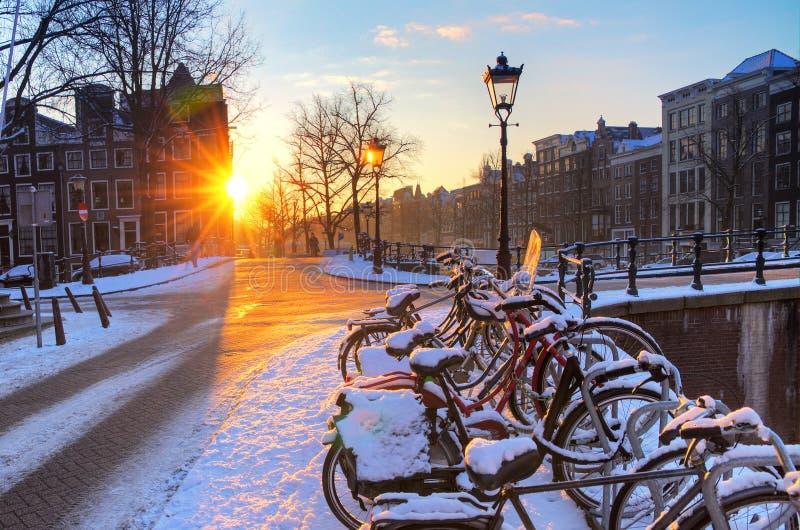 Lever de soleil de neige d'Amsterdam photo stock