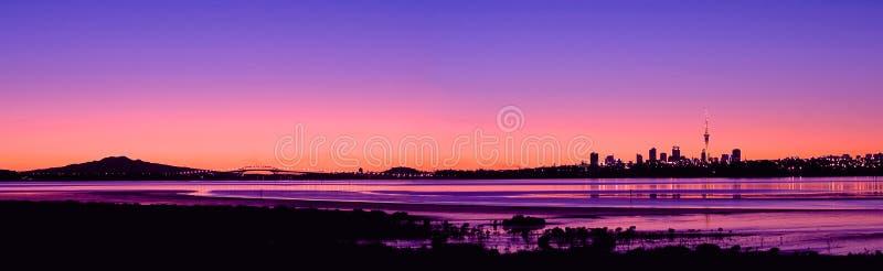 lever de soleil de panorama de ville de 2 Auckland photographie stock libre de droits