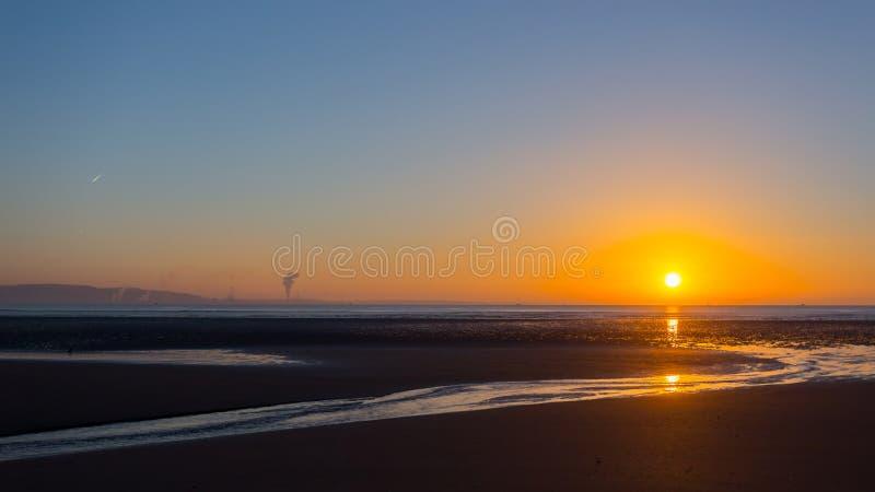 Lever de soleil de plage de Swansea photographie stock libre de droits