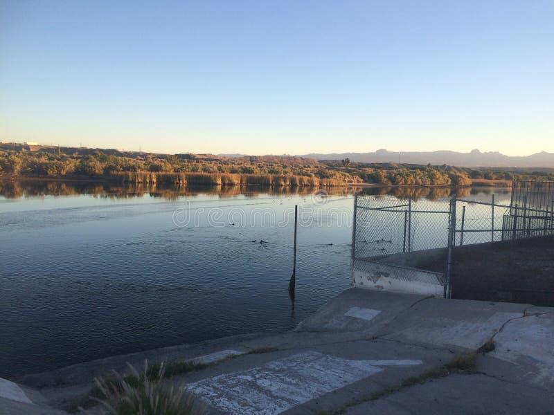 Lever de soleil de rivière photos libres de droits