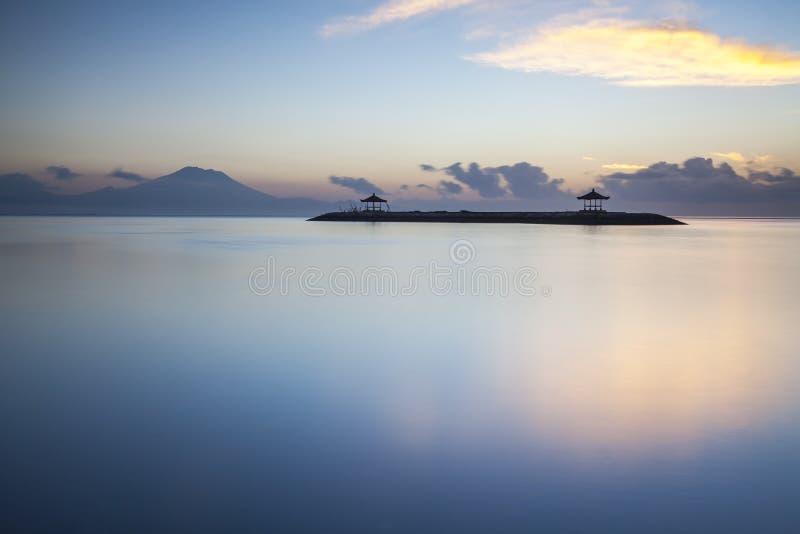 Lever de soleil de Sanur, île de Bali de l'Indonésie image stock