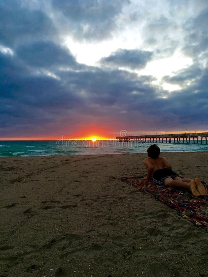 Lever de soleil de yogi photo stock