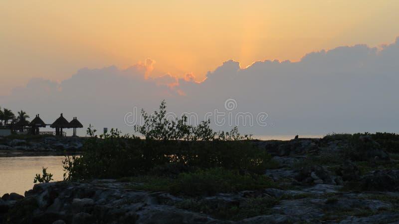Lever de soleil du Mexique au-dessus de la mer photo libre de droits