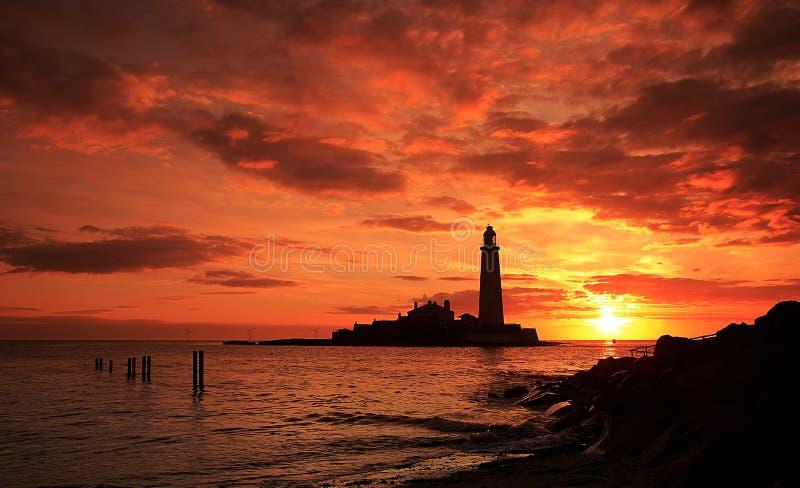 Lever de soleil du phare de St Mary un beau matin photo stock