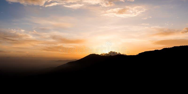 Lever de soleil en Himalaya images libres de droits