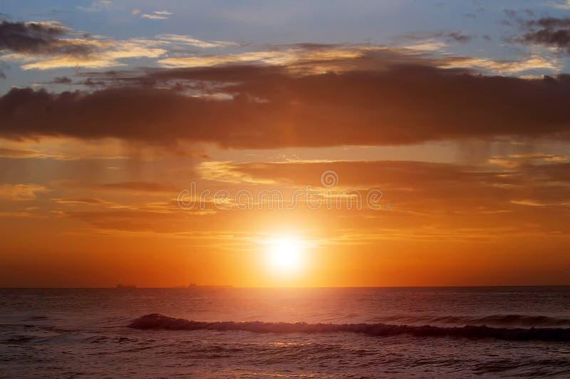 Lever de soleil en mer photographie stock libre de droits