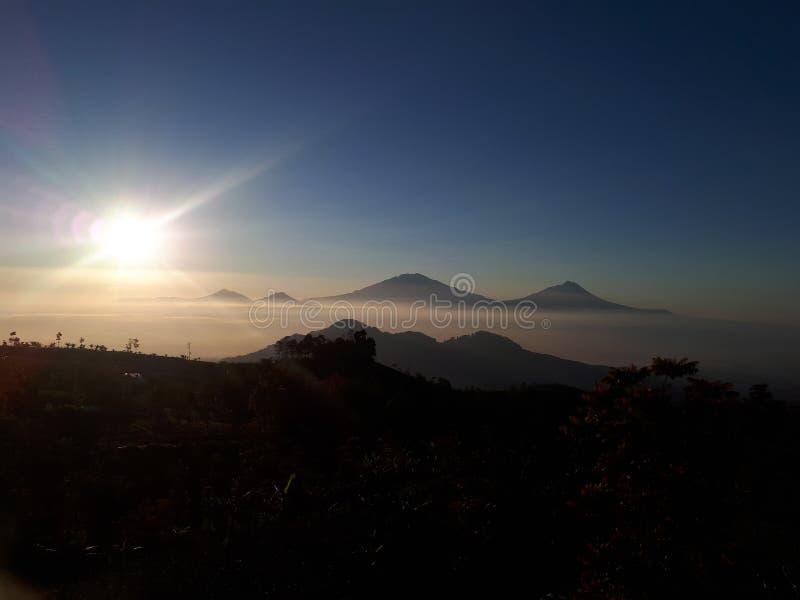 Lever de soleil en montagne photographie stock libre de droits