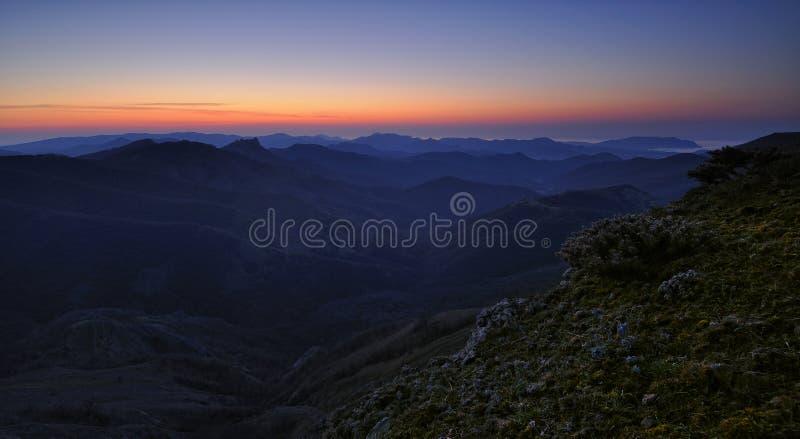 Lever de soleil en montagnes photos libres de droits