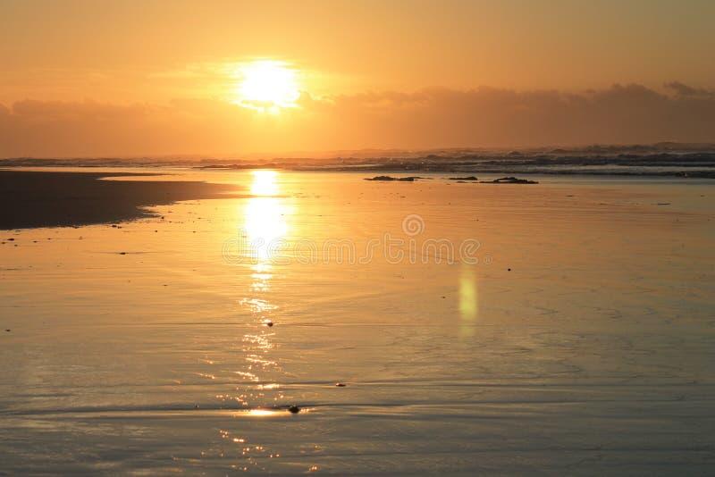 Lever de soleil en Morgan Bay Eastern Cape South Afrique image stock