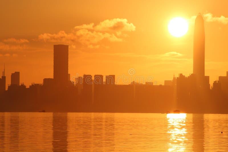 Lever de soleil en parc de Shenzhen par la mer image libre de droits
