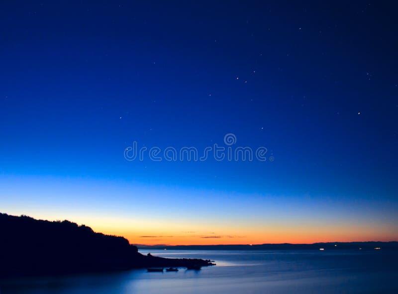 Lever de soleil et étoiles image libre de droits